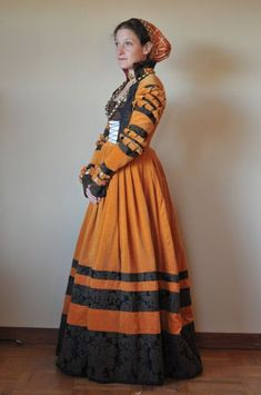::Cranach (Saxon) gown with accessories; common German dress for a noblewoman; common in Romanian nobility to show wealth, fashion:: Renaissance Mode, Renaissance Costume, Medieval Costume, Renaissance Clothing, Renaissance Fashion, Medieval Dress, Historical Costume, Historical Clothing, Women's Clothing