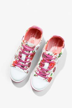 Women's pink sneakers with a floral print and a comfortable and soft interior.