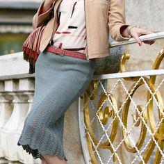 Вязаная юбка — самый модный тренд на сегодняшний день! Наша модель очаровывает актуальной длиной миди, кружевным узором, а еще — необыкновненным комфортом.              РАЗМЕРЫ  36/38, 40/42  ВАМ ПОТРЕБУЕТСЯ  П…
