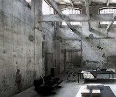 Concrete walls and floors, volumetric space