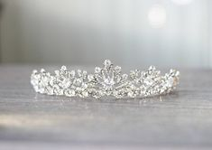 Don't be the typical Quinceanera, choose these XV accessories instead! Get it at Eden Luxe Bridal fo Royal Tiaras, Royal Jewels, Tiaras And Crowns, Quinceanera Tiaras, Ring Armband, Wedding Tiaras, Wedding Veils, Wedding Hair, Bridal Tiara