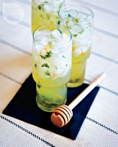 Lemon,bourbon and mint summer cocktail {PHOTO: Edward Pond} Summer Drinks, Cocktail Drinks, Cocktail Recipes, Party Drinks, Easy Summer Meals, Summer Recipes, Bourbon, Dinner Party Recipes, Dinner Parties