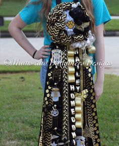 Single mum for Klein Oak High School with classy chevron ribbon. Homecoming Mums Senior, Football Homecoming, Homecoming Garter, High School Homecoming, Homecoming Spirit Week, Homecoming Ideas, High School Crafts, Texas Mums, Jones Baby