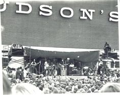 Bob Seger playing at the Oakland Mall grand opening in At the time, the crowd of was the largest Seger & his band had played for. - image via Old Detroit fb webpage Detroit Rock City, Detroit Art, Detroit History, Metro Detroit, Visit Detroit, State Of Michigan, Detroit Michigan, Michigan Travel, Bob Seger