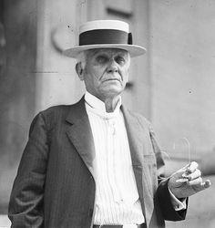 * Asa Griggs Candler * (Villa Rica, Georgia, 30/Dezembro/1851 - 12/Março/1929). Magnata que fez fortuna, a maior parte, vendendo a Fórmula da Coca-Cola.