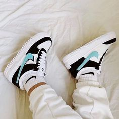 Cute Nike Shoes, Cute Nikes, Cute Sneakers, Sneakers Nike, High Top Sneakers, Nike Shoes Outfits, Adidas Outfit, Adidas Shoes, Jordan Shoes Girls