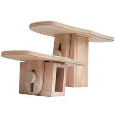 Meditationsbank VARIO  Diese Sitzbank, in handwerklich stabiler Ausführung, ist in ihrer Höhe variabel und besitzt eine extra große Sitzfläche.  Standbein mittig, große schräge Sitzfläche nach vorn abfallend, einstellbar auf die Höhen vorn/hinten 16/18 cm oder 23/25 cm. Sitzfläche ca. 40 x 24,5 cm