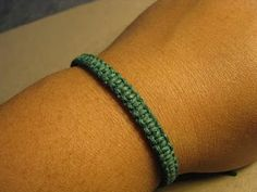 Rad Linc Crafts: Square Knot Friendship Bracelet (do around earbud wire) Beaded Bracelet Patterns, Beading Patterns, Beaded Bracelets, Wrap Bracelets, Bangles, Necklaces, Friendship Bracelets Tutorial, Bracelet Tutorial, Diy Bracelet