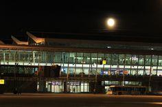 Księżyc nad Terminalem A Lotniska Chopina. Fot. Dariusz Kłosiński All Pictures, Music Instruments, Musical Instruments