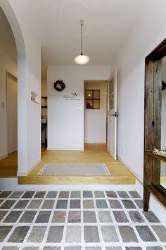 安浦町に建つ切妻かわいいお家 Traditional Japanese House, Shoji Screen, Entrance Hall, Cool Beds, Rustic Interiors, My House, New Homes, Indoor, House Design
