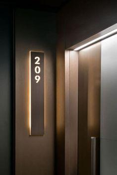 Número de Casa: +53 Modelos Personalizados para se Inspirar Hotel Room Design, Room Door Design, Interior Design Living Room, House Design, Hotel Design Interior, Lobby Design, Design Design, Modern Design, Door Signage
