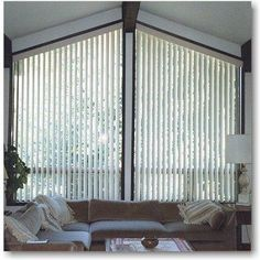 Unbelievable Cool Ideas: Roller Blinds Cover blinds for windows plantation.Wooden Blinds With Tapes shutter blinds farmhouse.Blinds For Windows With Transoms. Living Room Blinds, Fabric Blinds, Window Coverings Bedroom, Blinds Design, Blinds, Outdoor Blinds, Triangle Window, Blinds For Windows, Diy Blinds