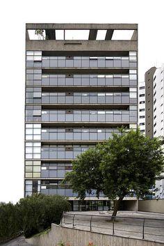Paulo Mendes da Rocha Mix Use Building, High Rise Building, Facade Architecture, Amazing Architecture, Bauhaus, Prix Pritzker, Paulistano, Social Housing, Famous Architects