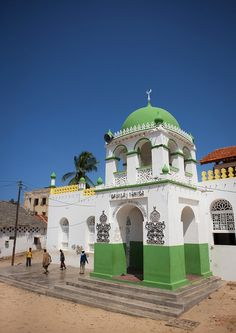 Riadha Mosque in Lamu - Kenya Ancient Greek Architecture, Islamic Architecture, Beautiful Architecture, Art And Architecture, Out Of Africa, East Africa, Islamic World, Islamic Art, Lamu Kenya