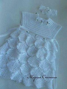 une robe d'été toute blanche : dans la garde robe de nos princesses, vous trouverez cette belle robe, pour la faire vous trouverez toutes les explications