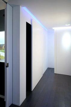 Leuk idee voor de tv-wand (afsluiting bureau) ... Door Ronny Schoeffaerts ...
