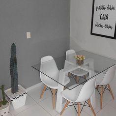 """2,050 curtidas, 69 comentários - Mobly (@moblybr) no Instagram: """"A nossa queridinha cadeira Eames acaba de ganhar destaque na sala de jantar do @meu.ape_203 …"""""""