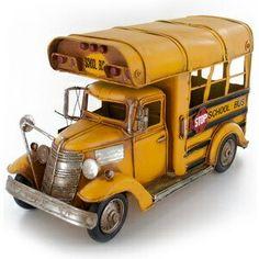 Metal Toys, Tin Toys, Vintage Trucks, Vintage Toys, Metalarte, School Buses, Metal Models, Character Costumes, Doll Furniture