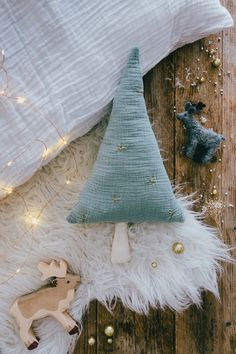 Christmas tree cushion - Carnets Parisiens