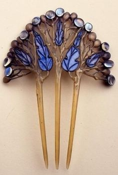 An Arts and Crafts horn, enamel, copper and cabochon moonstone hair comb, by Fred Partridge, 1901-6. #ArtsCrafts #Partridge #comb