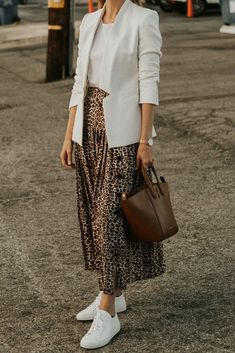 how To Style A Leopard Midi Skirt and white blazer. Ideas on how To Style A Leopard Midi Skirt and white blazer.on how To Style A Leopard Midi Skirt and white blazer. Ideas on how To Style A Leopard Midi Skirt and white blazer. Mode Outfits, Skirt Outfits, Fashion Outfits, Fashion Trends, Fashion Bloggers, Skirt Fashion, Midi Skirt Outfit Casual, Printed Skirt Outfit, Skirt Ootd