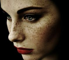 ༺♥༻ Federico Erra is a master of hauntingly beautiful close ups. He loves the eyes and freckles. Beautiful Freckles, Beautiful Eyes, Beautiful People, Gorgeous Girl, Maquillaje Diy, 3 4 Face, Behind Blue Eyes, Freckle Face, Chanel Beauty