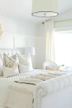 35 all-white room ideas. Discover photos of living rooms, bedrooms, kitchens, and bathrooms decorated in all white decor. Find monochrome white rooms that will inspire your own decor. All White Bedroom, White Bedroom Design, Pretty Bedroom, White Rooms, Dream Bedroom, White Walls, Bedroom Classic, Feminine Bedroom, Bedroom Romantic