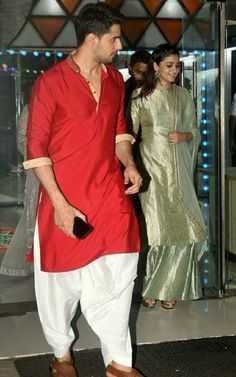 Alia and Sid at Sanjay Kapoor's birthday bash Mens Indian Wear, Indian Groom Wear, Indian Men Fashion, Indian Man, Mens Fashion, Kurta Pajama Men, Kurta Men, Mens Sherwani, Wedding Dresses Men Indian