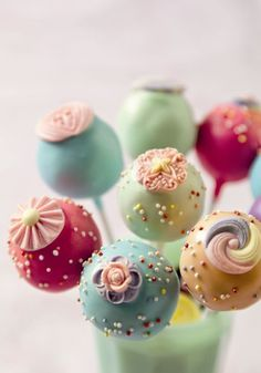 Cake pops for wedding favours. Love these colours.