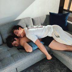"Grayson Dolan no Instagram: ""Hahahahaha he's still asleep rn @ethandolan is the heaviest sleeper of all time"""