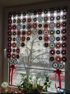 Irish lace, crochet, crochet patterns, clothing and decorations for the house, crocheted. Crochet Curtains, Crochet Doilies, Flower Curtain, Ideas Hogar, Hippie Home Decor, Crochet Home, Irish Crochet, Stores, Accent Decor