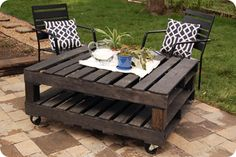 more pallette ideas, rustic little outside table