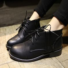 Retro Thick Heel Lace Up Round Toe Martin Booties