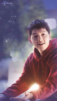 Song Joong Ki - He looks cute as ever, but can I just say that's some gorgeous lighting, too? Kudos to the photographer (or cinematographer, if this is from a film/drama)! Song Hye Kyo, Daejeon, Song Joong Ki Dots, Most Handsome Korean Actors, Song Joong Ki Birthday, Soon Joong Ki, Decendants Of The Sun, Sun Song, Songsong Couple