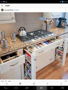 15 Smart Kitchen Organization And Saving Ideas – Hetty J. 15 Smart Kitchen Organization And Saving Ideas – Smart Kitchen, Kitchen Pantry, New Kitchen, Kitchen Dining, Kitchen Decor, Organized Kitchen, Tidy Kitchen, Condo Kitchen, Kitchen Space Savers