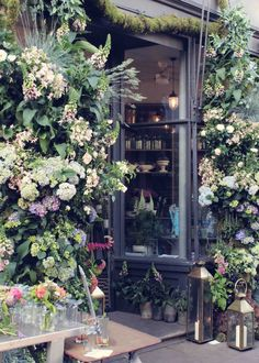 Nikki Tibbles Wild At Heart brings English gardens in London - The Smell of Roses The Smell of Roses Wild At Heart, English Garden Design, English Country Cottages, Storefront Signs, Flower Landscape, Natural Garden, English Gardens, Garden Care, Wild Hearts