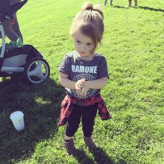 Copeland Quinn aka the cutest kid around.>>>She's related to Kellin Quinn, of course she's gonna be adorable