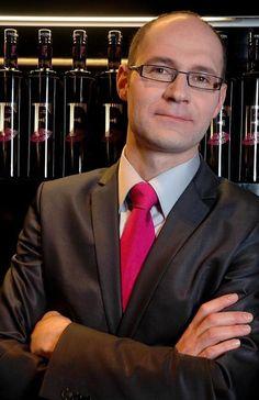 Los expertos de vino ¿Saben realmente de vino? https://www.vinetur.com/2014032014738/los-expertos-de-vino-saben-realmente-de-vino.html