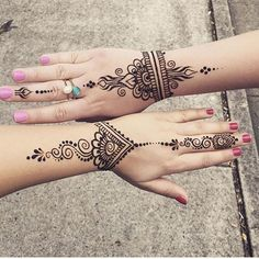 Latest Amazing Mehndi Designs For Parties Hello Guys! here you will see Latest Mehndi Designs with Amazing Patterns for your Hands and. Henna Tattoo Hand, Henna Tattoo Designs, Henna Tattoos, Henna Tattoo Muster, Henna Hand Designs, Mehndi Designs For Beginners, Henna Body Art, Beautiful Henna Designs, Hand Mehndi