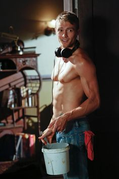 Wade Kinsella (Wilson Bethel)-Hart of Dixie. Because damn, blondie has a body. And the way he eschewed his ladies' man ways for Zoe is sweet. Zoe Hart, Hart Of Dixie Wade, Zoe And Wade, Wilson Bethel, Wade Wilson, Gossip Girl, Wade Kinsella, Getting Back Together, Raining Men