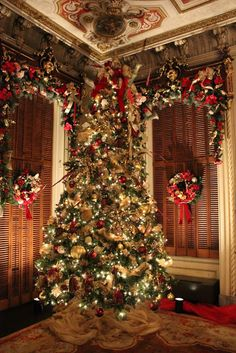 Ocean Breezes & Country Sneezes: The parlor at Victoria Mansion, Dressed for Christmas, Portland, Maine