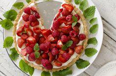 Strawberry and rasberry cake