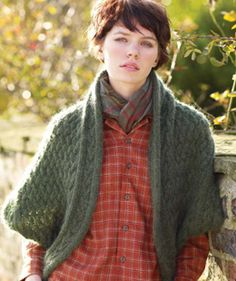 Laura - free pattern. THIS IS AWESOME!!! I have a shrug like this, but if I can make it, I'll never have to worry about finding one like it again! YAAAY!