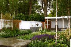 with philip nixon / savills garden, rhs chelsea 2006