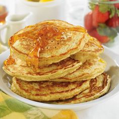 Constantly looking for ways to use quinoa. Quinoa Hotcakes - The family will flip for these quinoa-based hotcakes and you'll have a healthier new alternative to pancakes. A great way to use up leftover cooked quinoa- substitute 1 cup mL) cooked. Healthy Breakfast For Kids, Breakfast Time, Breakfast Recipes, Breakfast Ideas, Brunch Recipes, Real Food Recipes, Yummy Food, Healthy Recipes, Tasty