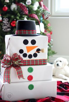 15 Elegant Christmas gift wrapping ideas that will charm your family and friends. 15 Creative Christmas gift wrapping ideas family and friends will love Creative Christmas Gifts, Diy Holiday Gifts, Easy Diy Gifts, Christmas Gift Wrapping, Christmas Crafts, Christmas Decorations, Christmas Snowman, Christmas Ideas, Homemade Decorations