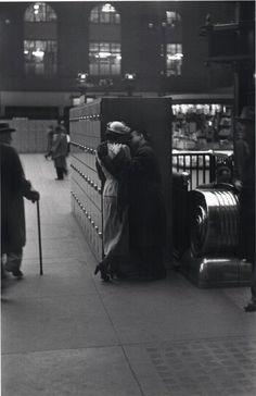 Louis Faurer Photo: A Kiss Goodbye, Penn Station, New York City, 1948 #vintage #love #1940s