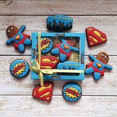 Уверена, что внутри каждого мужчины живёт супергерой. А напомнить ему об этом можно, сделав вот такой подарок на 23 февраля. Бронь по телефону или в Вотсапп 89181447707  #marvinveirman #royalicing #royalicingcookies #gingerbread #gingerbreadcookies #superman #hero #пряники #пряникиимбирные #пряникиручнойработы #пряникиназаказ #пряникиназаказкраснодар #пряникина23февраля