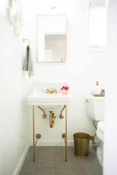 Delicieux 10 Cheap Home Decor Ideas That Will Make Your Home Look Expensive. Pedestal  SinkUpstairs BathroomsSmall ...