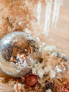 New Year's Eve Party Inspiration with Disco Fever + A Flower Recipe! New Years Wedding, New Years Eve Weddings, New Years Eve Party, Nye Party, Disco Party, Disco Ball, Disco Theme, New Year's Eve Party Themes, Party Ideas